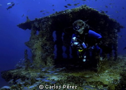 Becky exploring the Wit Shoal Wreck Tower at St.Thomas by Carlos P&#233;rez 